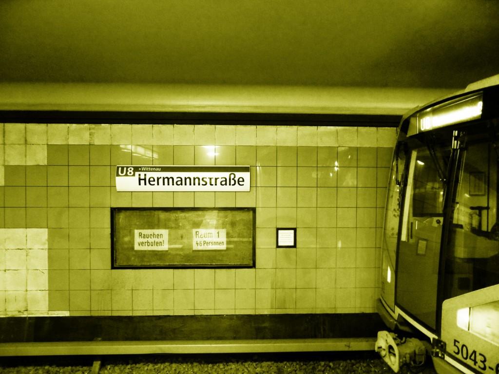 Berlin_-_U-Bahnhof_Hermannstraße_-_Linie_U8_(6531030541sm)
